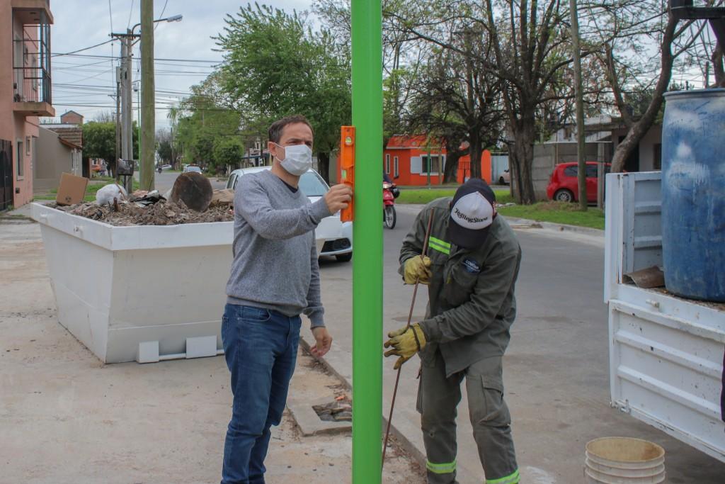 Continúa la instalación de las luces LED en distintas calles del casco urbano