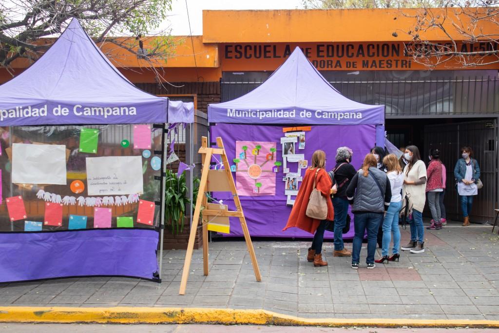 Elisa Abella visitó la Expo Aniversario de la Escuela de Educación Nº501