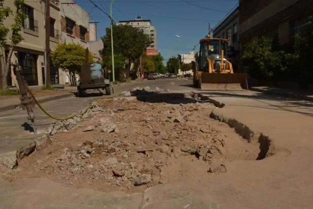 Comenzaron las obras de reparación en calle 9 de Julio, entre Rawson y Castelli