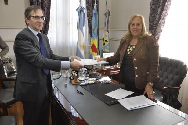 Municipio y Axion energy firmaron el Convenio para realizar obras de mejora y puesta en valor del Museo y la Antigua Estación Ferroviaria