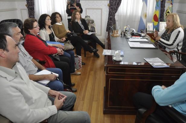 """La Intendente Municipal Giroldi se reunió con """"los Vecinos del Humedal"""""""