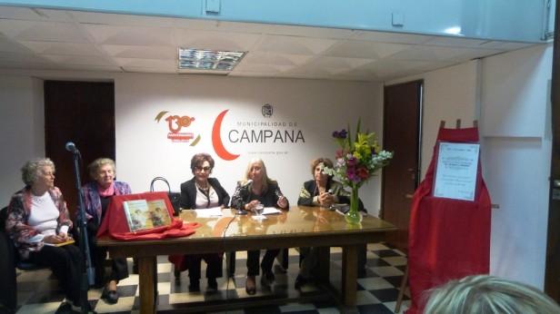"""María Melizza presentó su libro """"Una niña, una familia, un pueblo"""""""