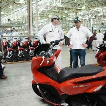 El Intendente visitó la empresa Honda para conocer sus nuevas líneas de producción