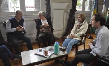 Abella se reunió con miembros de la Cooperadora del Hospital