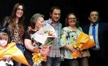 """A sala llena, se presentó el espectáculo """"Canto y Danza en el Día de la Madre"""""""