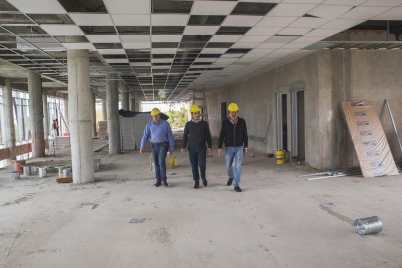 Biblioteca Pública Municipal: Roses y el senador Costa constataron los avances de la obra