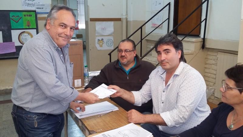 Juan Ghione: es criticable que una candidata a senadora no emita su voto