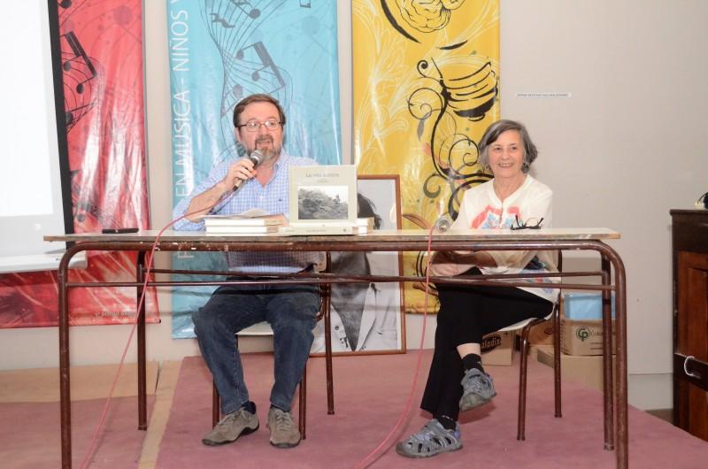 Se presentó el libro La vida austera en la Escuela de Arte