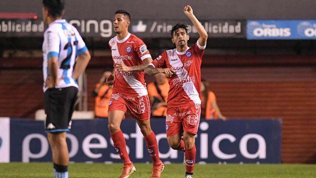 Argentinos Juniors festejó su primera victoria frente a Racing Club