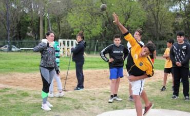 Más de 300 estudiantes secundarios participaron del Torneo Intercolegial de Atletismo