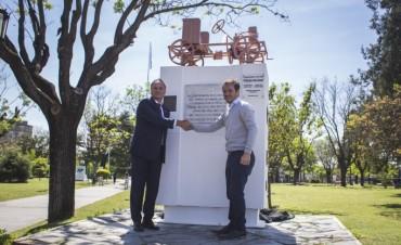 Con la presencia del alcalde de Vila de Cruces, se reinauguró el monumento al Primer Automóvil Argentino