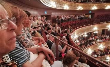 Adultos Mayores de la ciudad disfrutaron de un magnífico show de Raúl Lavié en el Teatro Colón