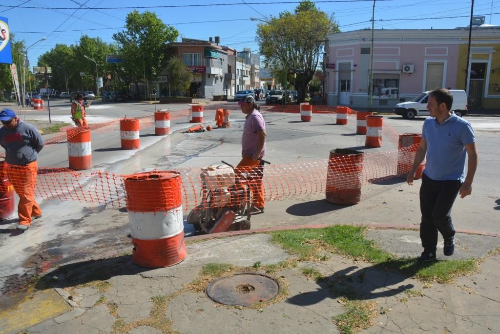 Siguen las obras de bacheo sobre el boulevard Sarmiento