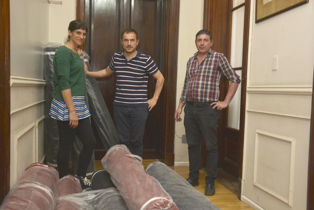 Continúan entregando telas a los talleres municipales