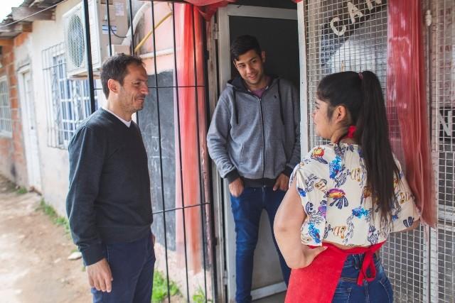 El Intendente y su equipo realizaron un timbreo en San Cayetano y Santa Lucía