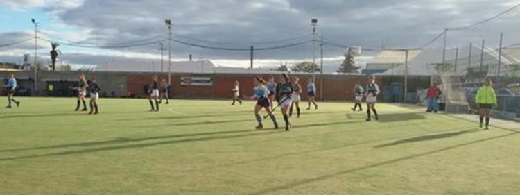 Hockey femenino 8° fecha de AHBA: El Campana Boat Club perdió como local ante Camioneros