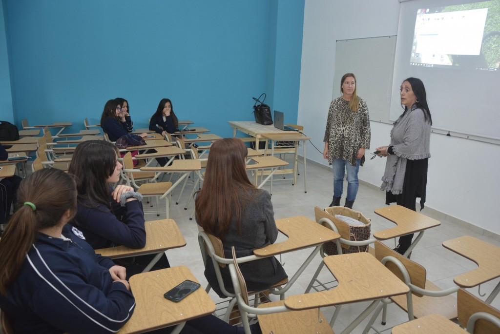 Alumnos se interiorizaron en las actividades de la Dirección de Derechos Humanos
