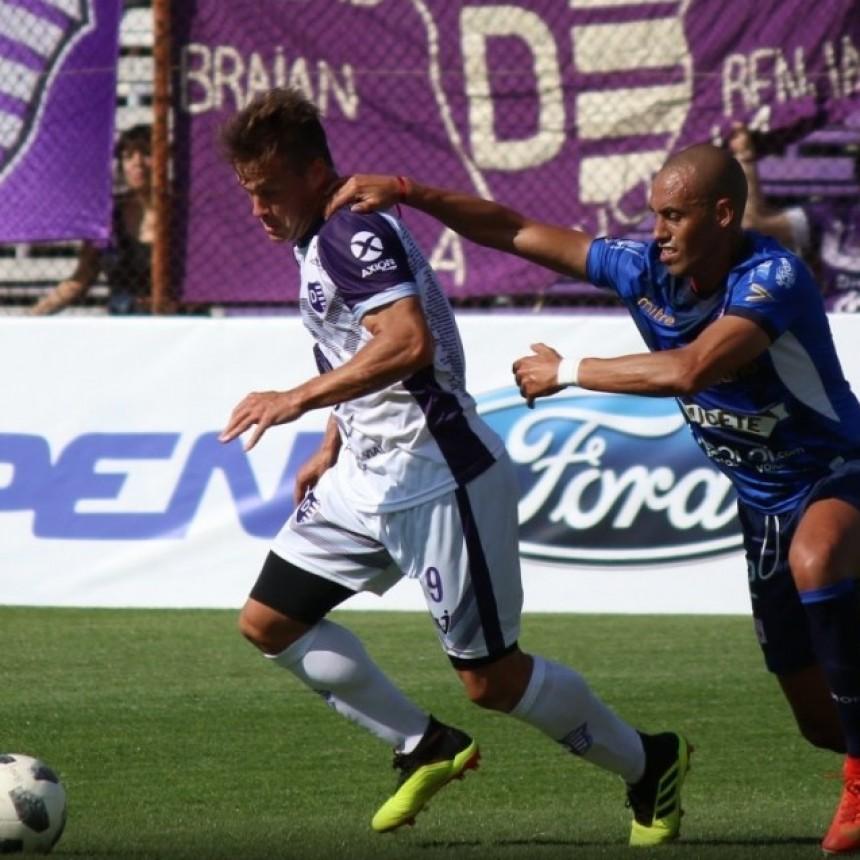 Villa Dàlmine generò muchas situaciones de gol pero no estuvo fino en la definiciòn