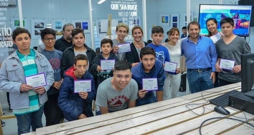 Se entregaron los certificados de los cursos gratuitos de Modernización