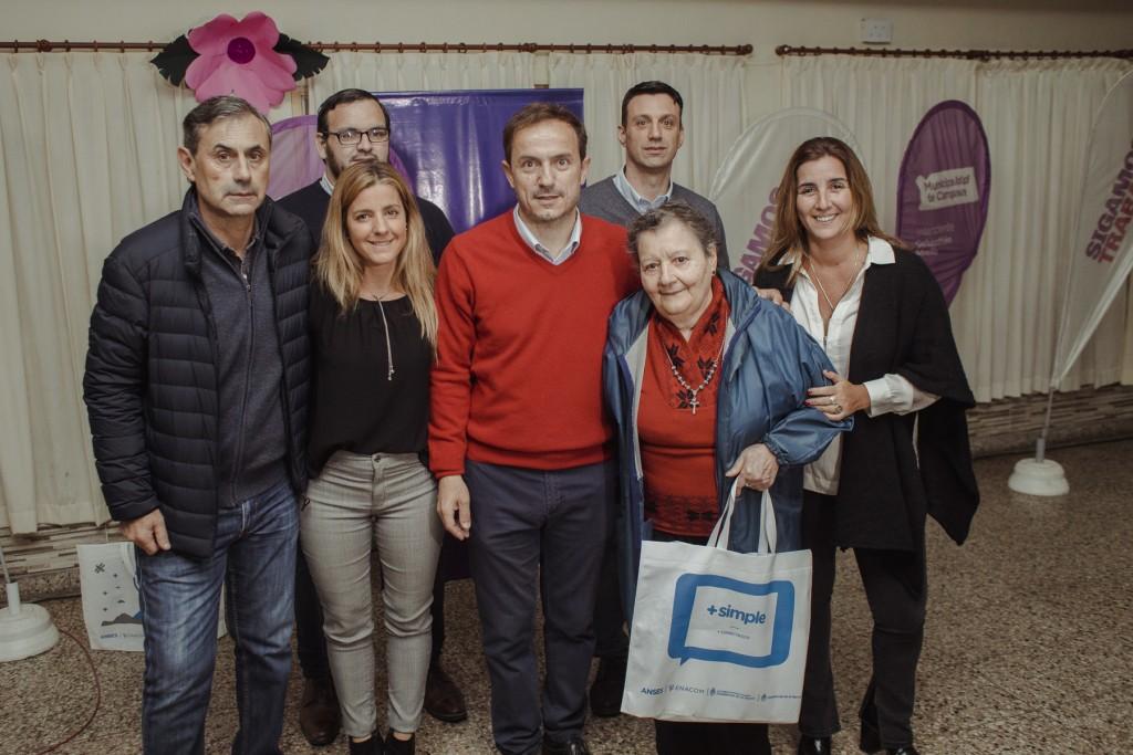 El Intendente entregó tablets a 500 adultos mayores de la ciudad