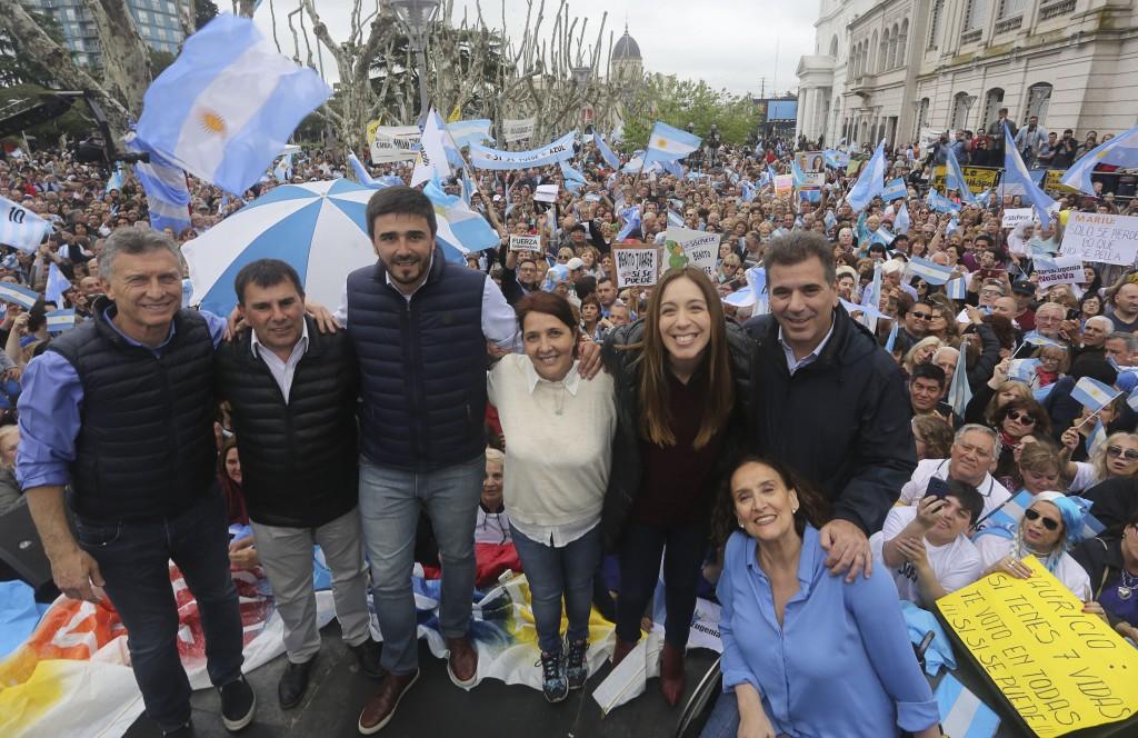 VIDAL ACOMPAÑÓ A MACRI EN LA MARCHA DEL SÍ SE PUEDE EN OLAVARRÍA