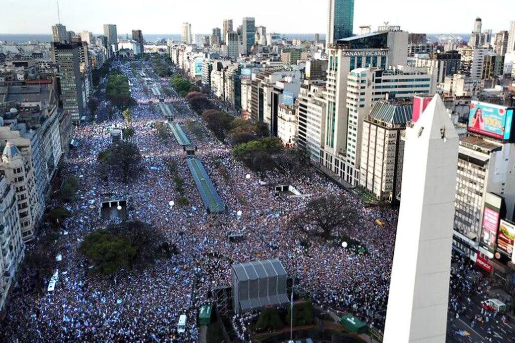 Cientos de miles de manifestantes reunió la marcha de apoyo a Macri en el Obelisco