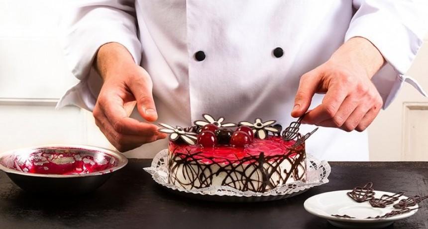 "Comercio gastronómico busca ""pastelero/repostero"""
