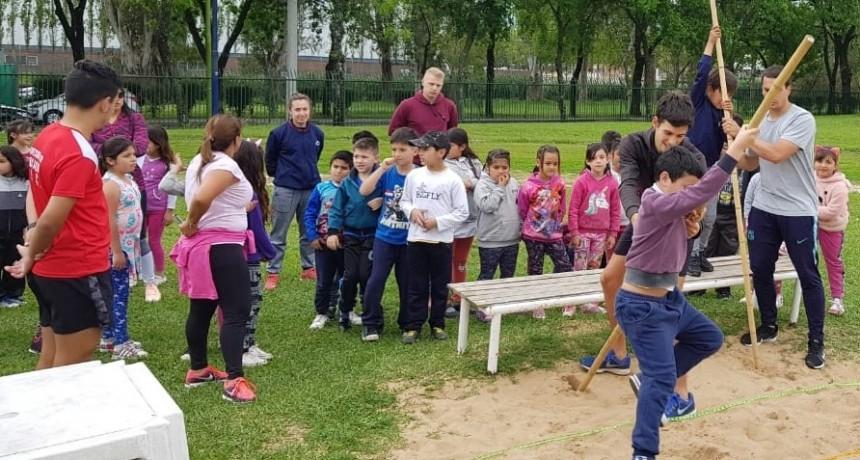 Más de 400 alumnos participaron de un Torneo Intercolegial de Atletismo