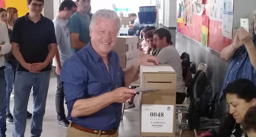 Rubén Romano emitió su voto en San Cayetano