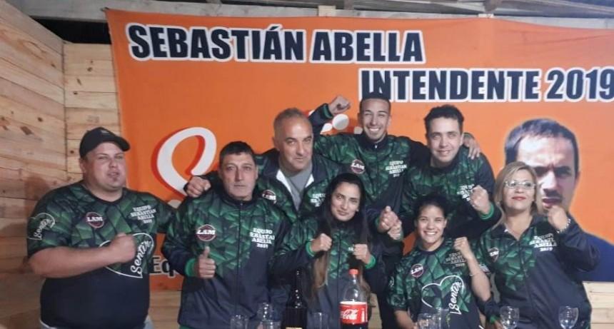 """El equipo Sentir agasajó a """"La Peke"""" Espinosa por su triunfo"""