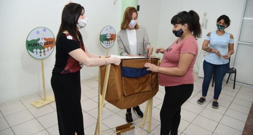 """""""Punto Bebé"""" continúa ayudando con la entrega del kit a las futuras mamás"""