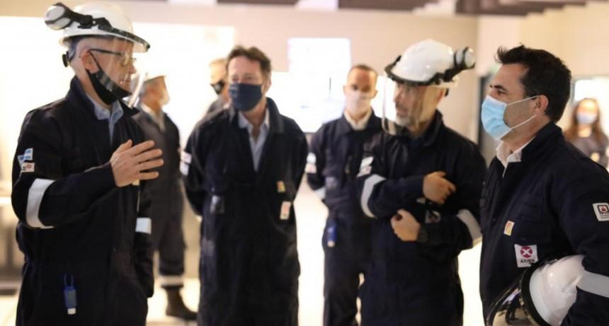 El secretario de Energía de la Nación visitó  la refinería de AXION energy en Campana