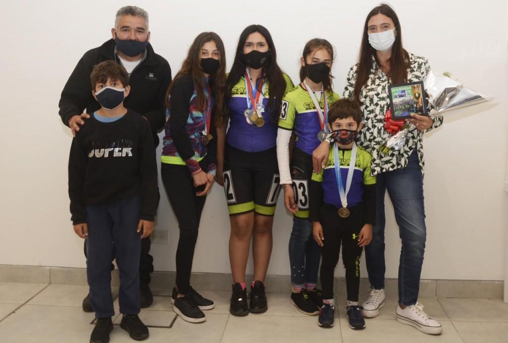 Elisa Abella se reunió con competidores destacados de Patín Carrera