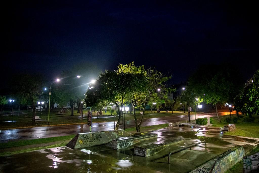 Las luces LED ya iluminan la Plaza 1º de Mayo
