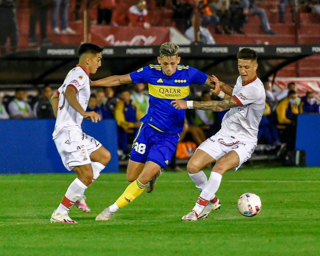 Amplia victoria de Boca para seguir subiendo en la tabla