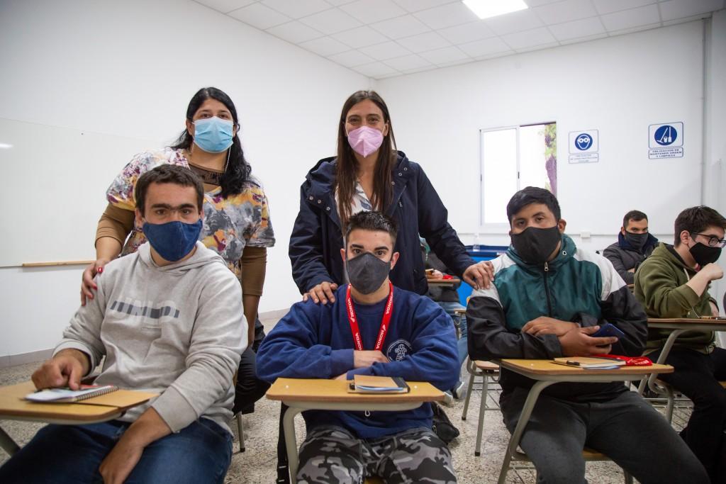 Elisa Abella acompañó el inicio de los cursos de Mecánica de Motos en el Centro Municipal de Oficios