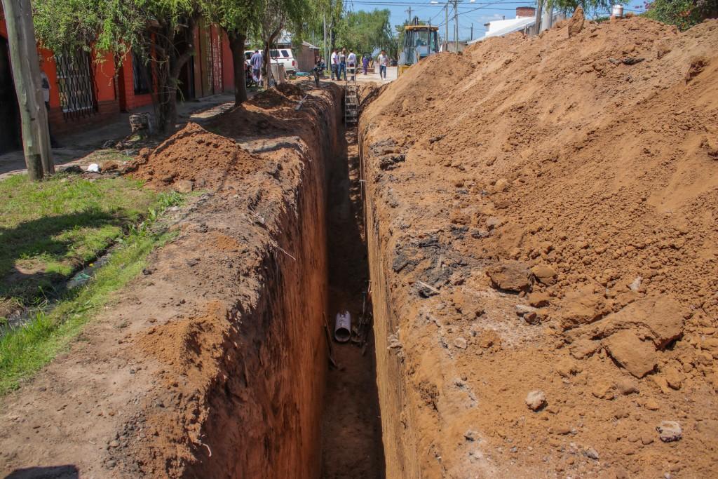 El Intendente supervisó los avances de la obra del nuevo colector cloacal del barrio Lubo