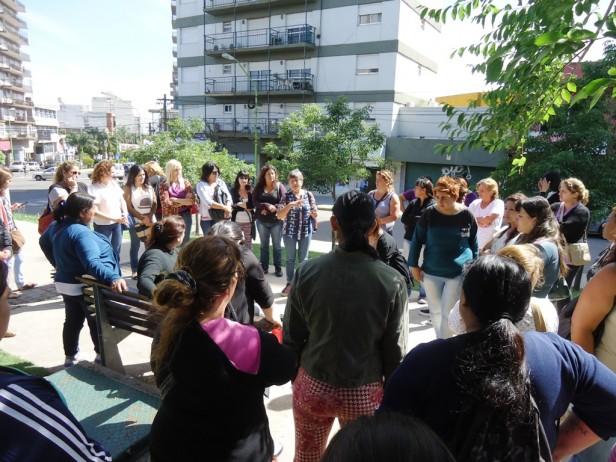 """Se realizó una caminata y entrega de folletería en el marco del """"Día Internacional de la Eliminación de la Violencia contra la Mujer"""""""