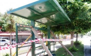 El Municipio reubicó una parada de colectivo en Bv. Sarmiento y Bertolini