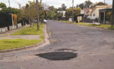 Se realizaron obras de bacheo en calles del barrio Ariel del Plata