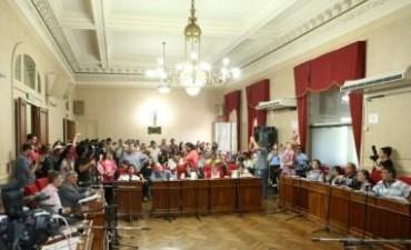Con un Salón Blanco colmado de empleados municipales se desarrolló la última sesión ordinaria del año.