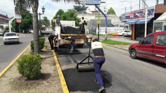 El Municipio realizó trabajos de bacheo sobre Calixto Dellepiane y Varela
