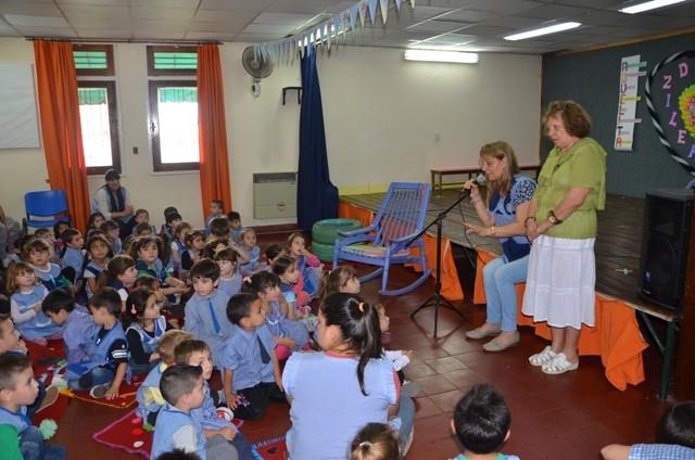 Niños del jardín de infantes Nº 914 celebraron el Día de la Abuela