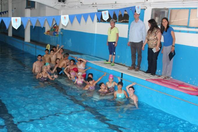 El Municipio impulsa la natación como actividad escolar