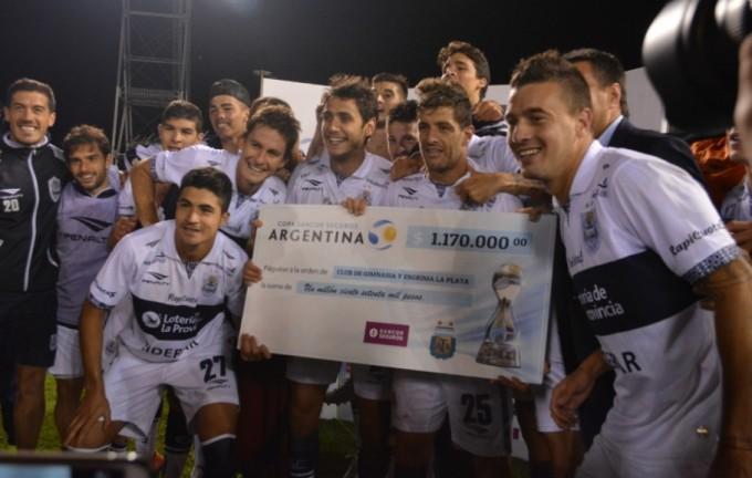 Gimnasia y Esgrima La Plata venció a San Lorenzo por penales y será rival de River