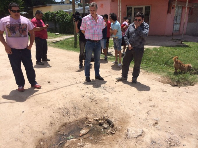 Axel Cantlon recorrió el barrio San Jacinto y pidió la reparación de las calles