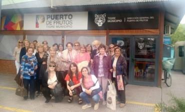 Mujeres de la ciudad disfrutaron de un paseo por el Puerto de Frutos