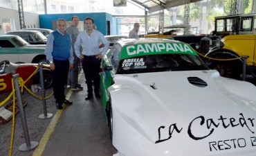 En la previa a la Fiesta del Primer Automóvil argentino, Abella recibió la visita del ex corredor de TC Hugo Mazzacane