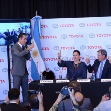 Abella acompañó la celebración de la unidad 1 millón en Toyota