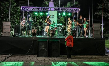 El rock sonó a pleno en la plaza Eduardo Costa